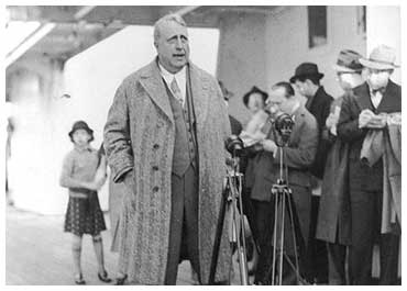 Hearst speaks to his reporters