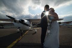 Mariage - Avion (Laurent Moulin photographie) Tags: photo professionnel professionnelle photographe photographie mariage wedding avion plane aerodrome de bron baiser soleil