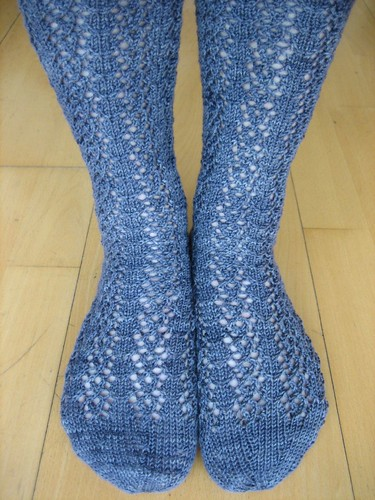 Lenten Rose Socks, finished!