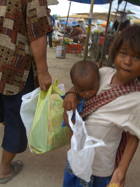 poor Cambodian girl at Poi Pet border