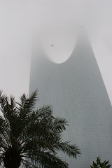 Kingdom Tower (Anduze traveller) Tags: texture rain tag3 taggedout landscape tag2 day tag1 cloudy riyadh saudiarabia riyad larabiesaoudite