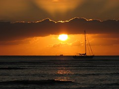 Pacific Ocean sunset (Amy Loo Who) Tags: ocean sunset orange sun water sailboat pacificocean honoluluhi wakikibeach supershot hawaii2007 anawesomeshot thebestsunsetsever