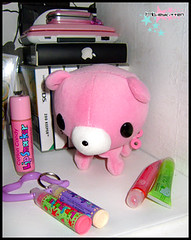 GloomyBear (Hailey Kitten) Tags: computer desk ds games gloomybear cuteness lipgloss lipsmackers lipsmacker pinkgadgets