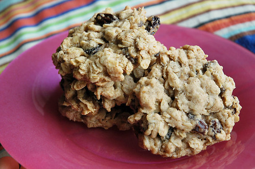 Giant Old-Fashioned Oatmeal Raisin Cookies