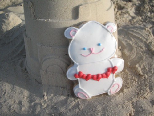 Sand castle cookie bear