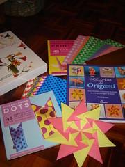Papel e livros de Origamis