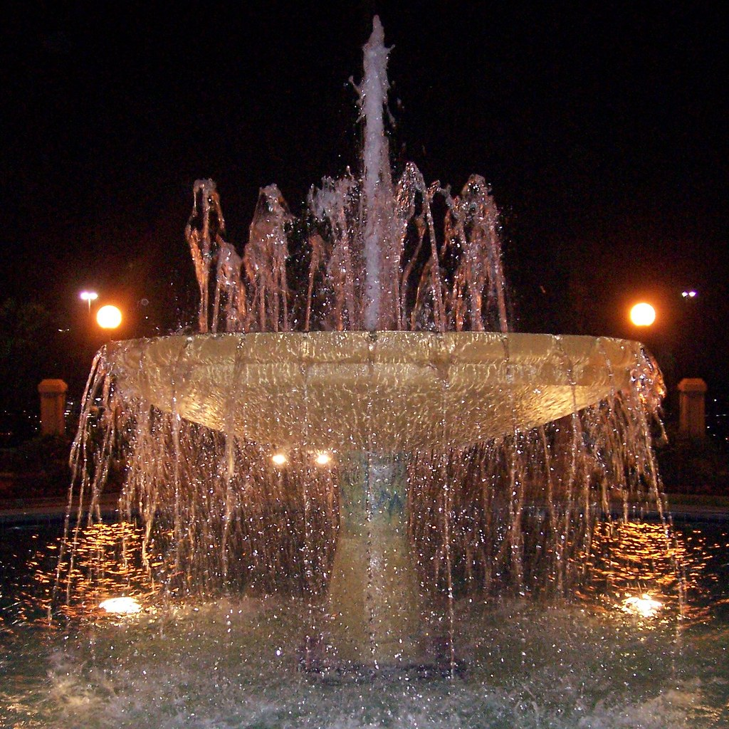 Mo's Fountain - Florida Mall