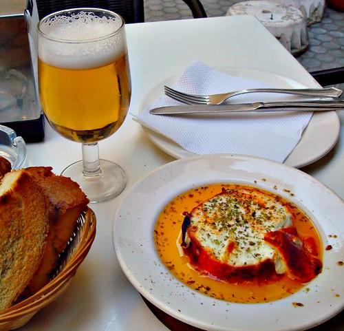 Los turistas extranjeros con la comida española
