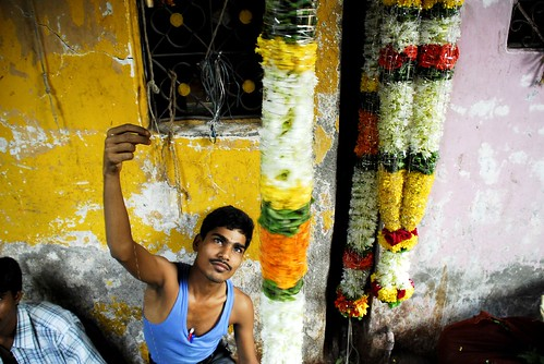 Petals, Toil and Business at Dadar's Phulgalli [PHOTO6] - Maker of Garlands