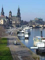 Am Ufer (nitrogen15) Tags: germany deutschland dresden riverbank ufer fluss schiff elbe