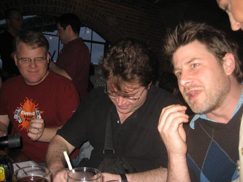 Hugh MacLeod (c), Robert Scoble (l)