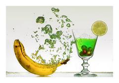 Being boiled (PhotoChampions) Tags: banane weintrauben limone banana lemon glass water splash splashes boiled gekocht biltz flash studio unterwasser underwater