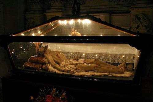 Lovingly detailed wounded cartapesta Jesus