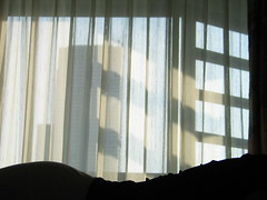 . (hn.) Tags: copyright window silhouette thailand asia asien heiconeumeyer muy seasia soasien southeastasia sdostasien body bangkok room curtain asie hip contour hotelroom vorhang copyrighted hfte hotelzimmer umris umriss umrisse unalteredimagelooksbetterafteradjustments