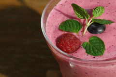 Berries on Smoothie (yoshiko314) Tags: pink healthy berry drink mint blueberry smoothie rasberry isawyoufirst yogult