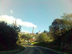 al fondo una chimenea de una vieja mina (unidad061) Tags: carretera paisaje viajando hidalgo chimenea realmonte viejamina unidad061