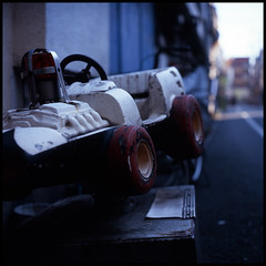 Sanya blue #1 (mechanics) Tags: city urban 120 6x6 tlr film japan rollei rolleiflex mediumformat square geotagged tokyo asia dof bokeh velvia 日本 nippon 東京 sanya f28 nihon kanto mechanics 台東 taitoku planar shallowdepthoffield urbanlife 80mm taito shallowdepth 山谷 ボケ 28fx geo:lat=35726778 geo:lon=139798965
