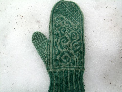 back of my first anemoi mitten