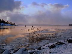 Peaceful evening (♥ B i b b i ♥) Tags: winter lake snow ice evening is vinter sweden footprints surreal explore sverige magical snö 2007 icefloe mälaren hässelby magisk sjö naturesfinest lakemälaren kväll interestingness4 hässelbystrand instantfave i500 fotspår magicalevening isflak superbmasterpiece magiskkväll explore8mar07