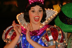 Snow White (FrogMiller) Tags: ca cute girl fun disneyland dancer disney entertainer anaheim snowwhite performer dca dlr disneyprincess disneyscaliforniaadventure castmembers elp electricallightparade disneyprincesses castmember msep