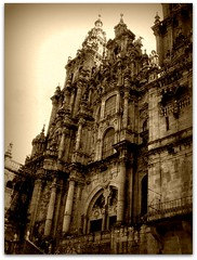 Ancient Beauty // Beleza Antiga (Carla & Bruno) Tags: sepia spain bravo searchthebest cathedral galicia santiagodecompostela soe blueribbonwinner supershot flickrsbest abigfave impressedbeauty superbmasterpiece goldenphotographer diamondclassphotographer fickrdiamond