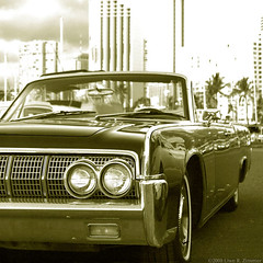 Lincoln Continental 1964 (Kaidohmaru*) Tags: bw streets ford car reflections hawaii shiny historic chrome lincoln honolulu cruiser classiccars 1964 backwhite americancar lincolncontinental
