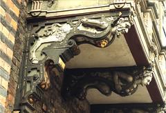 Lbeck, Rathaus, north faade, oriel, detail (groenling) Tags: woman man breast cityhall tail goat ziege mann huf frau hoof rathaus lbeck schleswigholstein caryatid hansestadt schwanz oriel brust hermen