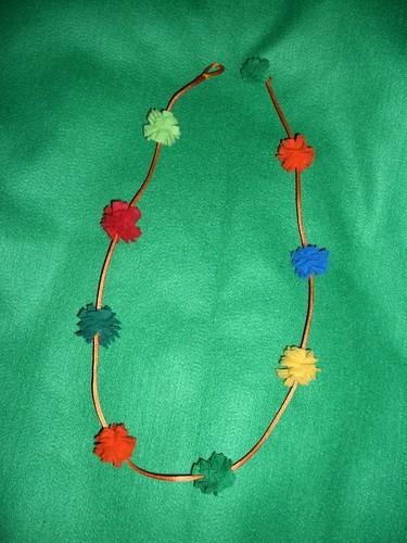 Collar pompones 2