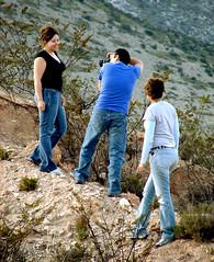 Momento de creación (Gloria Zelaya) Tags: people méxico nancy miriam realdecatorce sanluispotosi shuck dflickr gloriazelaya dflickr180307 dflickr14