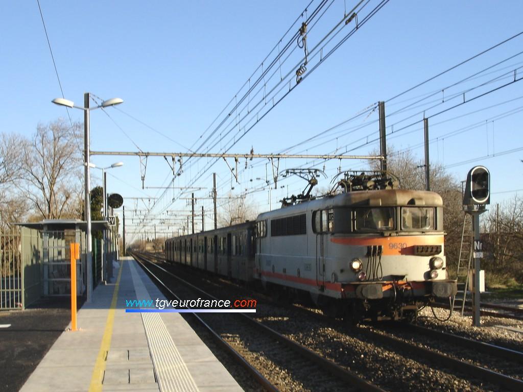 Une locomotive BB 9600 SNCF en gare de Saint-Martin-de-Crau