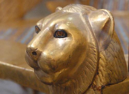 2004_0315_134747aa Detail van de troon van Tutanchamon