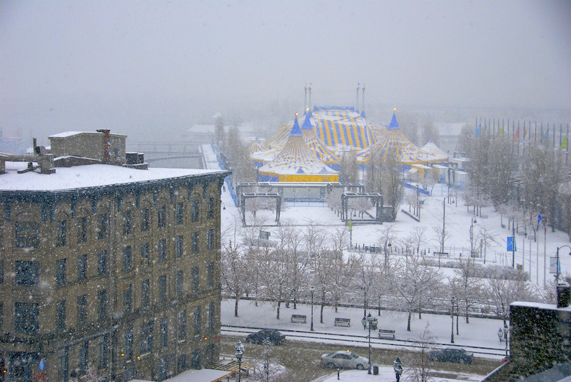 Cirque du soleil in the snow