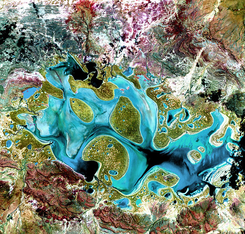 False-Color Composite of Lake Carnegie, Australia 1999 by Landsat 7 (NASA/USGS)