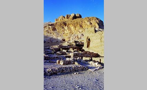 1999 11 Deir el-Medina por Hans Ollermann.