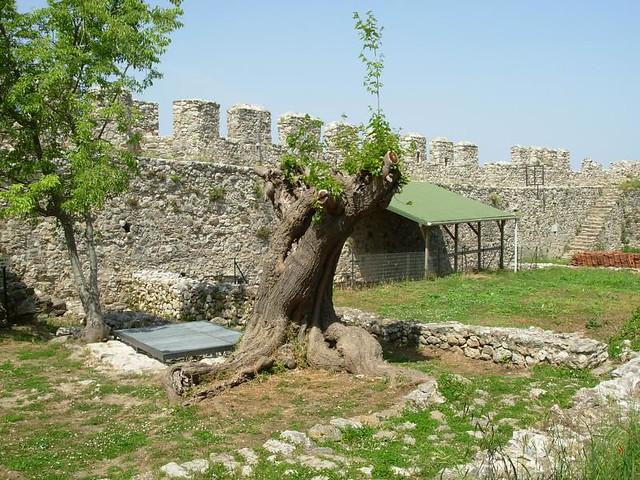 area interna do castelo platamon