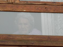 El rostro tras la ventana.