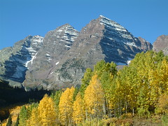Maroon Bells (Jesse Varner) Tags: autumn usa mountains fall forest colorado geology fourteener peaks aspen maroonbells countryusa maroonpeak mountainsrockymountains elevation40004500m altitude4315m summitmaroonpeak
