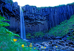Svartifoss #3, Iceland (tjerkb) Tags: summer film nature night creek wow waterfall iceland cool eau hiking fresh velvia waterfalls waters mooi brook streams brooks creeks fujivelvia longshutterspeed svartifoss ruisseau longueexposition ijsland gaaf fris langesluitertijd longshutterspeedphotography summerphotography