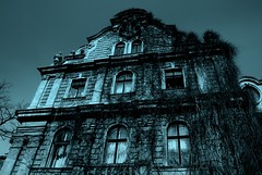 Castles & Dreams 22 - Haunted Mansion  4 (Ewciak & Leto) Tags: dark sadness 500v20f darkness gothic dream fantasy horror nightmare legend canoneos350d mystic hauntedmansion 250v10f abigfave ultimateshot v401500 v101200 v76100 v501600 v601700 v701800 v201300 castlesdreams goldenphotographer v301400 v801900 scaryhouses v9011000 v10001250 v12501500 v20002500 v15002000
