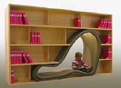 床に積まれた本を新しく買った本棚に入れたらすべて収まった 収まるようじゃ俺もまだまだか…