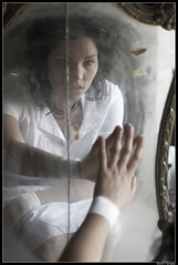 Real (DavidGorgojo) Tags: portrait bw woman mirror mujer retrato bn espejo loca aida
