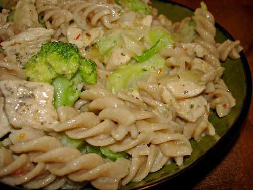 Whole grain pasta with low fat alfredo sauce, chicken, and broccoli