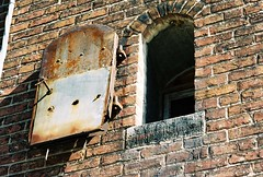 Window, abandoned industrial building, Baltimore 2006 (artandscience) Tags: leica baltimore 90mm elmarc