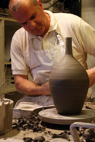 Ceramicist at work, Ceramicista Artistica Balcuddi