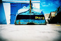 old boat (lomokev) Tags: wood blue boat lomo lca xpro lomography crossprocessed xprocess madera low ground lomolca morocco numbers agfa holz jessops100asaslidefilm agfaprecisa essaouira lomograph agfaprecisa100 cruzando afica precisa ratseyeview jessopsslidefilm file:name=070510lomolcapluse086