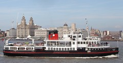 Mersey Ferry and Liverpool Waterfront, England (ilcavaliereinglese) Tags: uk inglaterra england rock ferry port liverpool river boat barca waterfront cheshire transport dailycommute unesco birkenhead angleterre beatles pacemakers liver cunard mersey gerry worldheritage wirral inghilterra marsden liverbuilding 英国 capitalofculture リバプール 利物浦 世界遺産 gerryandthepacemakers royaliris mountwood cityofculture navigazione nuncacaminarassolo