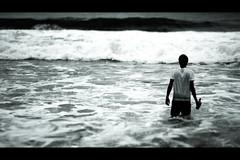 Going away (fabiogiolito) Tags: sea man praia beach water beer água swim mar bottle crazy orla suicide wave fabio shore nadar cerveja homem garrafa onda louco suicídio alcoolicosanônimos