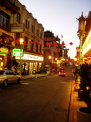 a photo of the major street in San Francisco's Chinatown