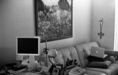 Apples & Grains (Raphael Borja) Tags: bw apple vancouver computer macintosh g4 imac kodak iso400 townhouse trix grain rangefinder electro fleurdelis gsn agfa rodinal yashica macs 1100 standdevelopment macbook