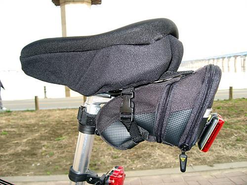 자전거안장과 가방